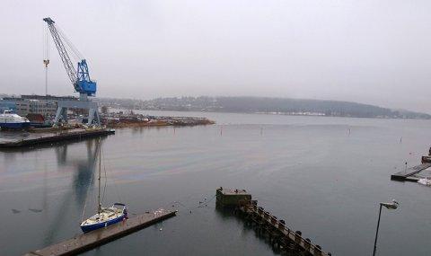 FLAK: Dieselflaket er på vei gjennom Kanalen i retning Træla.