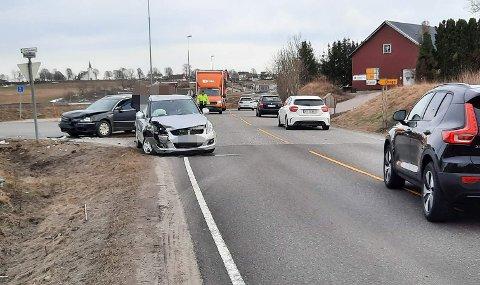 Det var her, på Borgeveien i Stokke, at de to bilene kolliderte.
