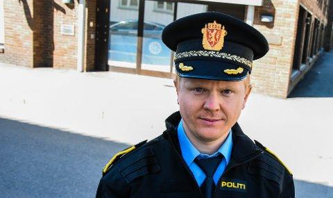 ETTERFORSKER: Politiadvokat Fredrik Borg Johannessen sier politiet fortsetter etterforskningen selv om ytterligere en er pågrepet.
