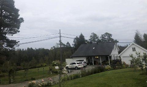 Hus nær storelva: Marit Lauves eiendom ligger nær Storelva, men kommunen eier nedenfor hennes tomt. En del av denne har hun sendt en foresørsel om å få kjøpe. Foto: Anne Kristine Dehli