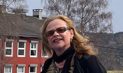 TESTERIHELGA:Rektor Gunn Åse Karlsen på Rotnes skole måtte fredag sende hjem elevene på tredje trinn etter ei positiv koronaprøve.