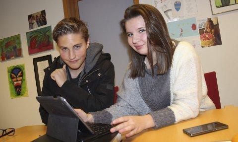 Blir bra: Nicoline Grenersen og Magnus Alexander Bakke, begge i elevrådet, synes det er fint med iPad´er i skolehverdagen.Foto: Ole Jonny Johansen