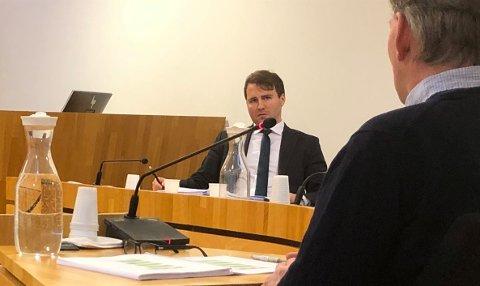 Advokat Thomas Strømme spurte daglig leder Per Tveita hos Nesodden ridesenter om hvorfor han først nå kom med kontrakten som angivelig skulle vært underskrevet i 2014. – Jeg tenkte ikke på den kontrakten da, svarte Tveita.