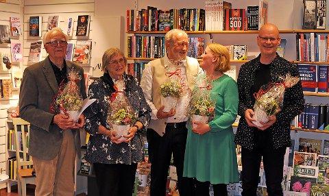 En trivelig kveld med visekonsert på Alvdal bokhandel. F.v. Ola Jonsmoen, Unni-Lise Jonsmoen, Knut Stiklestad, Siri Beate Fossum, Tore Reppe.