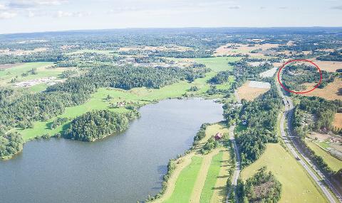 Kvestad gård ønsker å opparbeide er område på 90 dekar til matjord. Marianne Hauken (Ap) frykter at planene kan føre til mer forurensning av Årungen.