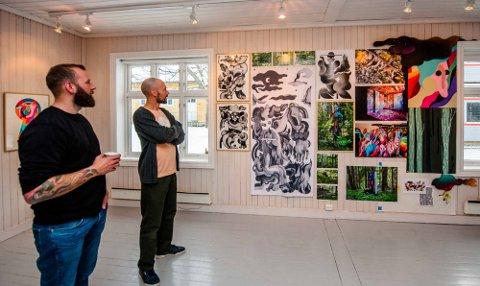 INSPIRERT: Frode Anker (t.v.) besøkte utstilling med David Stenmarck på D6 og ble inspirert.
