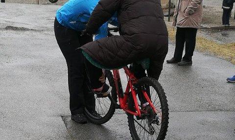 Mandag 1. mai fikk over 20 kvinner mulighet til å lære seg å beherske sykkel