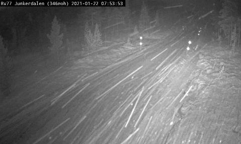 I Junkerdal så det slik ut på kameraet til Statens vegvesen fredag før klokken 08.00.