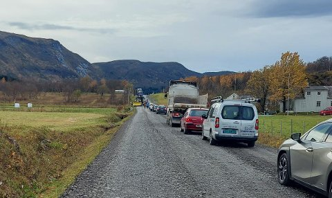 Køene strekker seg langt avgårde på Nordsia.