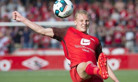 Kristoffer Barmen har stiftet sammen en flenge i leggen, men tror han blir klar til Molde-kampen. Han var en av fire som ikke var med på spilløkten på Branns trening mandag.