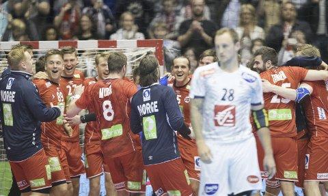 Norsk jubel: Norge slo Frankrike i EM-kvalifiseringen foran et fullsatt Spektrum onsdag.Foto: NTB scanpix
