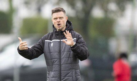 Går for dobbelt gull: – Vi er griske og vil vinne både cupen og serien, sier Sandviken-trener Alexander Straus.