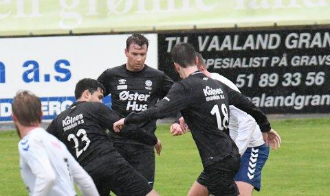 Tror på seier: Christer Ingebrigtsen (i midten) tror på seier borte mot Mastra torsdag kveld.