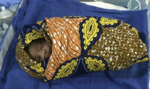 EN LITEN BYLT: Hun glemmer ikke barnet som var uten puls da det ble født. Det måtte hjerte- og lungeredning til. Endelig skrek det.