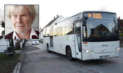 OPPGITT: Tom Mathisen kjører ikke bil, og har hytte på Bjerkøya. Han syns den planlagte reduksjonen av busstilbudet er håpløst. – Det er jo mange flere enn meg som er avhengig av buss, sier han.