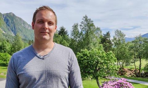 Stian Osmundsen i Ålfoten er nyvald i styret for grendeutvalet. Han har kikka på bremangerbudsjettet for dei siste seks åra.