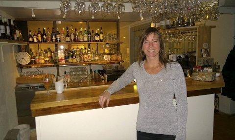 ÅRETS SKJENKESTED: Tamburen ved daglig leder Marie Høvik ble fredag utropt som årets skjenkested i byen av Fredrikstad Bryggeriets Venner.