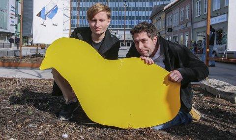 Påskeinspirert: Ingen påskekyllinger, men utroskap og drap komisk innpakket, lover Petter Grindahl (til venstre) og Anders Petterøe.Foto: Thomas Hörman Arntsen