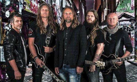 Band for anledningen: Nostalgic Groove er (fra venstre) Thomas Pettersen, Yngvar Sandvik, Bjørn Øyvind Bya, Steinar Jørgensen og Till Forsberg.