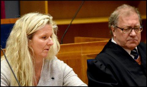 - LETTELSE: Etter mer enn tre år i konflikt med Sykehuset Østfold er den tidligere jordmoren lettet over at saken nå er over. Her sammen med sin advokat, Arild Karlsen.
