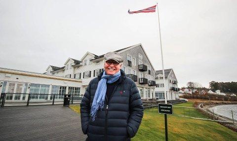 KAN SMILE BREDT: Eier av Støtvig Hotel, Stig Fische, er svært fornøyd med sommersesongen.