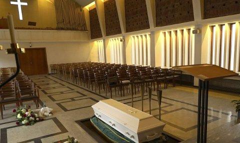 Narvik kirkelige fellesråd jobber nå med å avklare hvordan begravelser skal gjennomføres i tiden fremover.