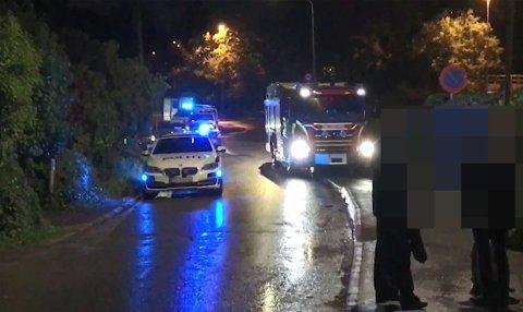 BRANN: Det ble mange blålys da det ble brent søppel utenfor en bolig i Gamleveien i Horten.