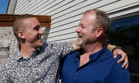 Elias Nornes t.h.) var på backpackertur tre måneder i USA. 25 år etterpå dukket den ukjente sønnen Nicholas Morrison (24) opp.