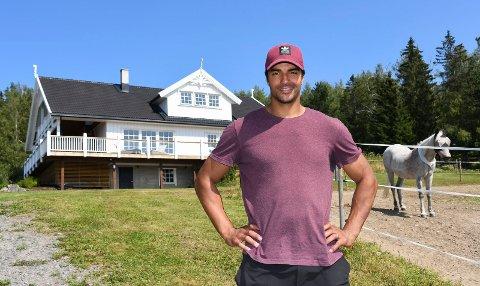 Ny brøtning: Tidligere NHL-spiller Andreas Martinsen stortrives på sin nye hjemplass, småbruket Nersveen på Brøttum.
