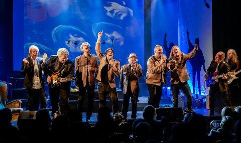 Adam Douglas og resten av Beatles-gjengen som spiller i kultursalen fredag kveld.