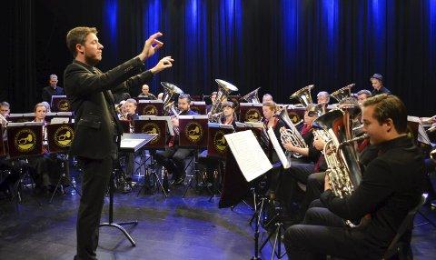 DIRIGENT Fra FRANKRIKE: Den siste måneden har Florent Didier ledet orkesteret. Han er til vanlig dirigent for Paris brass band.
