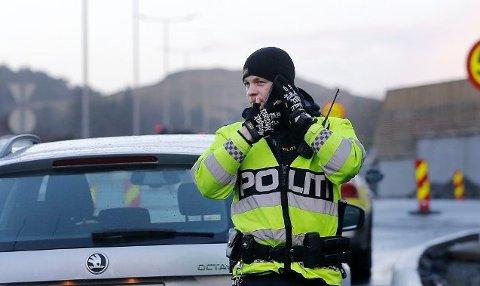 RÅKJØRING: Politibetjent i Utrykningspolitiet (UP) John Kristian Espeland forteller om råkjøringen. Foto: Harald Nordbakken