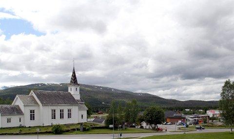 Hattfjelldal: Mandag kveld ble blotteren sett ved Hattfjelldal kirke. Foto: