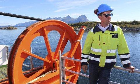 NY: Prosjektleder for Helgeland Kraft, Yngve Almås Larsen er fornøyd med strekingen av ny strømkabel melleom Austbø og Herøy. Foto: Jarl G. Sandholm