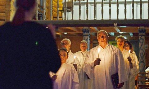 LUCIA: Halsøy Songkor har konsert i Dolstad kirke fredag 13. desember. Foto: Morten Klaussen