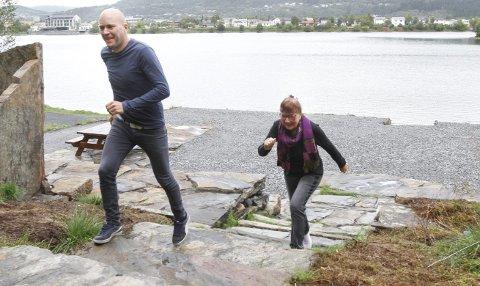 ET PAR STEG FORAN: Emil Gunnarsson utfordret mamma Ragnhild Forså i Sommertrimmen. De gikk mange turer i lag, men Emil vant til slutt. – Jeg gikk ikke så mange som henne, men mine turer var lengre, sier han.  Foto: Per Vikan