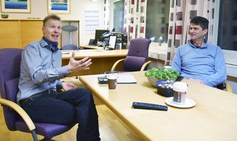 OPTIMISME I TØFT MARKED: Direktør Eivind Mikalsen (t.v.) og leder for kundeseksjonen i Helgeland Kraft Nett, Finn Fagerbakk, mener at myndighetene må legge mer penger på bordet dersom kraftbransjen skal kunne bidra fullt ut i det grønne skiftet.