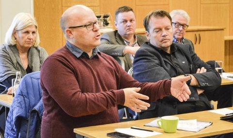 KRITISERER FYLKESMANNEN: Ordfører i Gamvik, Trond Einar Olaussen, mener Fylkesmannen har lagt fram dårlige løsninger med tvangssammenslåing. Ordfører i Berlevåg, Rolf Laupstad (t.h.) er enig. Alle foto: Kristina Bøland.