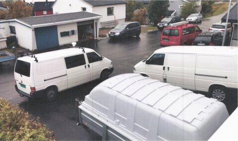 TRANGT: Et bilde fra gata i Hammerfest hvor Matz Vegar Lyder ønsker å bygge garasje.