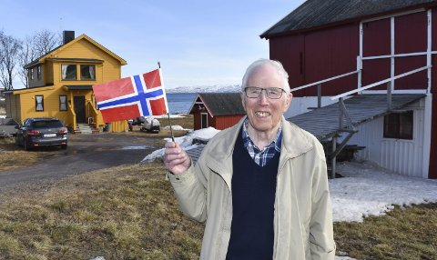 SOM I 1945: 75 år er gått siden Per Andersen (89) jublet og viftet med flagg i Bunes i Nesseby. Her er han tilbake på gamle tomter. Barndomshjemmet ble offer for brannhøsten 1944, men etter krigen bygde de på samme sted. I dag bruker Per barndomshjemmet som fritidsbolig.