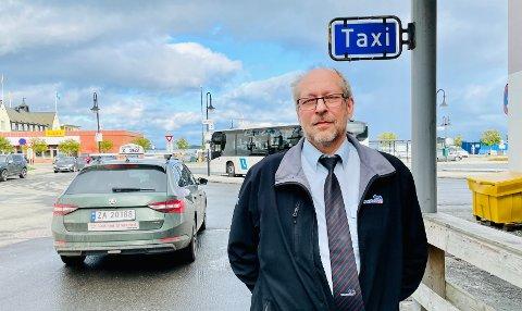 Finn Håker i Harstad Taxi melder om store problemer med å rekruttere nye sjåfører.