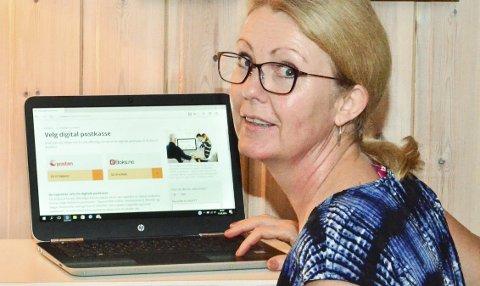 DIGITAL: Mona Texnes har registrert seg hos en av de to tjenesteleverandørene, og er klar for å motta brev digitalt fra det offentlige. Foto: Øyvind Henningsen