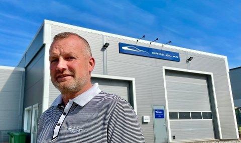 Innehaver Terje Løkeberg i Orre Bil AS er godt fornøyd med sine nye lokaler.