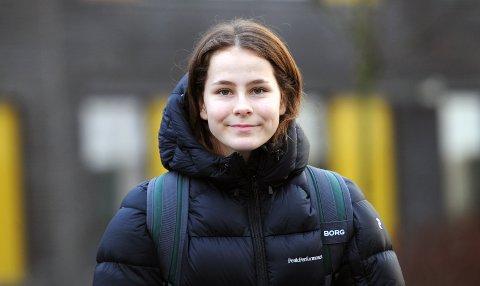 TRENER MED SOLA: Ine Marie Terland får brynt seg mot erfarne eliteseriespillere denne uken.