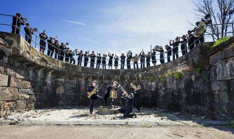 Marinemusikken kommer: Husorkesteret blir Marinemusikken i Larvik 24. januar. Foto: Jon Klasbu