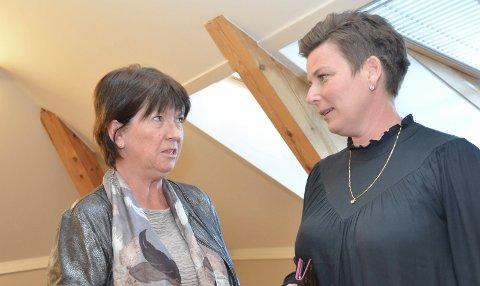 Kommunedirektør Inger Lysa (t.v.) har nå svart på spørsmålene fra Henriette Fluer Vikre (Frp) om eiendomsskatten. Også Rødt har fått svar på sine spørsmål.