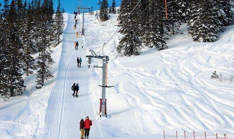 ILLUSTRASJONSFOTO: Slik kan den nye skiheisen i Vegglifjell skisenter bli seende ut. Bilde er hentet fra skiheisprodusenten Doppelmayr, produsenten av heisen som kommer på Vegglifjell skisenter.