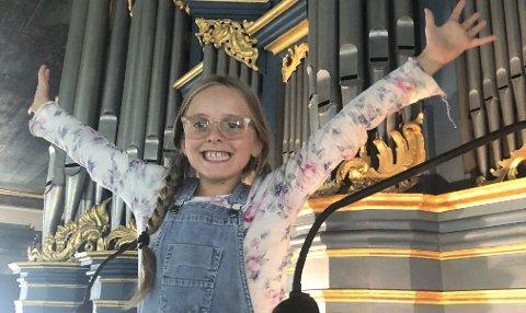 UNG ORGANIST: Nikoline D'Erasmo (snart 10) blir å høre under barnas orgelfest 27. august.