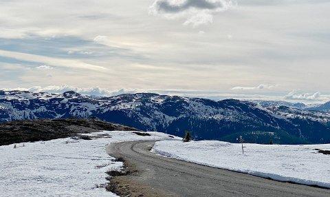 ÅPEN: Vegglifjellvegen mellom Veggli og Skirvedalen åpnet etter vinteren torsdag ettermiddag.