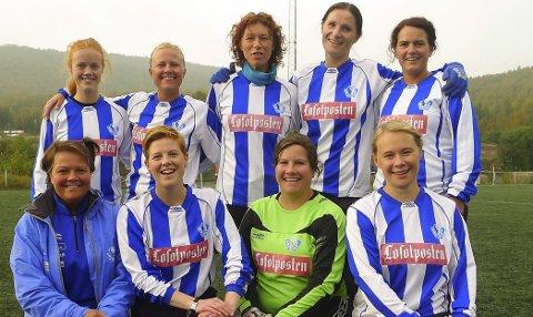 Oldgirls: Trine Arntsen (øverst, nummer to fra høyre), spiller også for Svolvær oldgirls.Arkivfoto